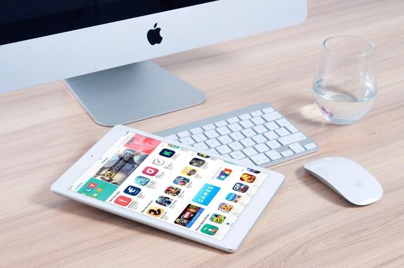 Baixe a mão levantada, clique em apps de interação, participe e valide o seu conhecimento